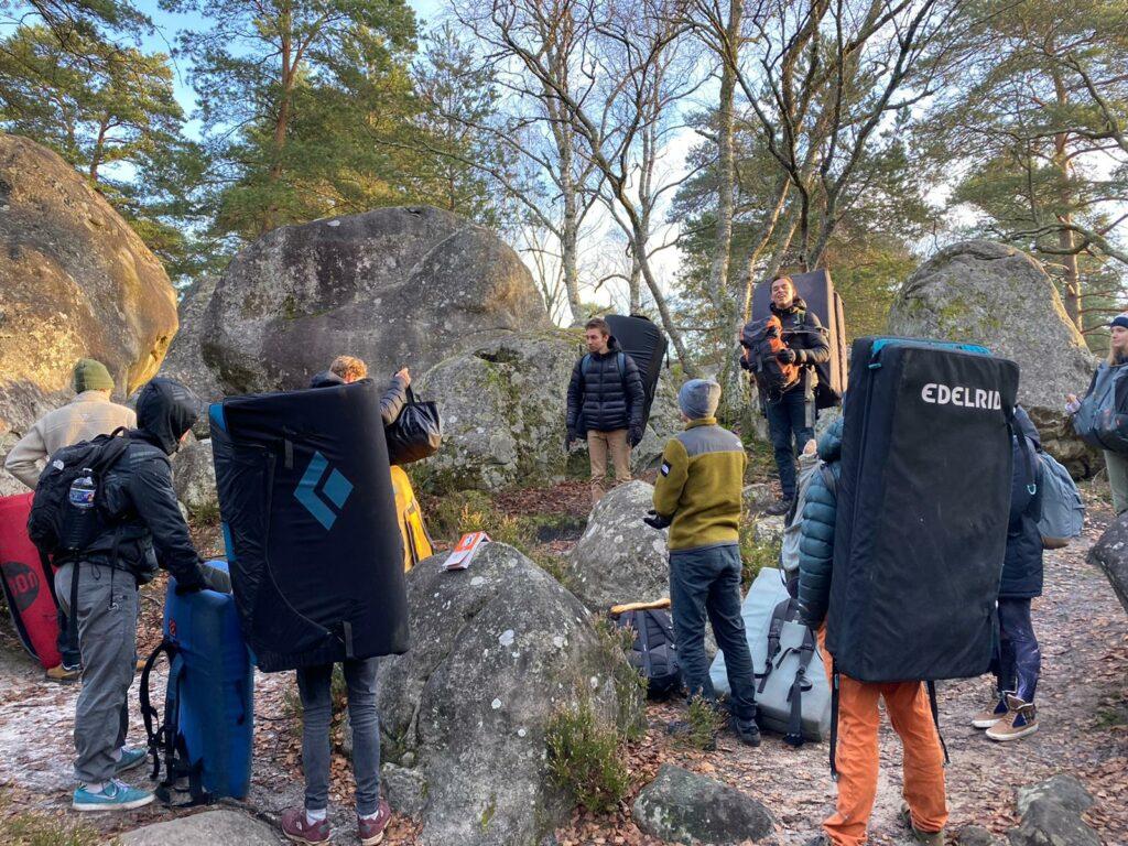 Monk-locals-maken-boulderplannen