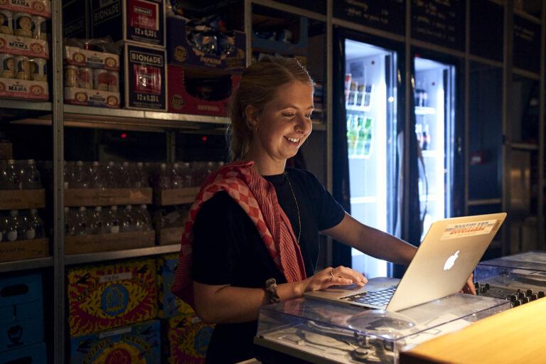 Barmedewerker-Amsterdam-Noord